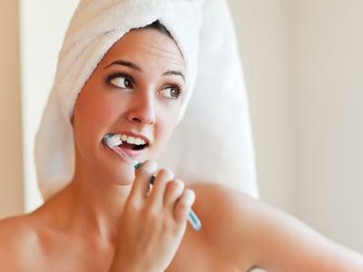 Гигиена полости рта и зубов с помощью зубной щетки