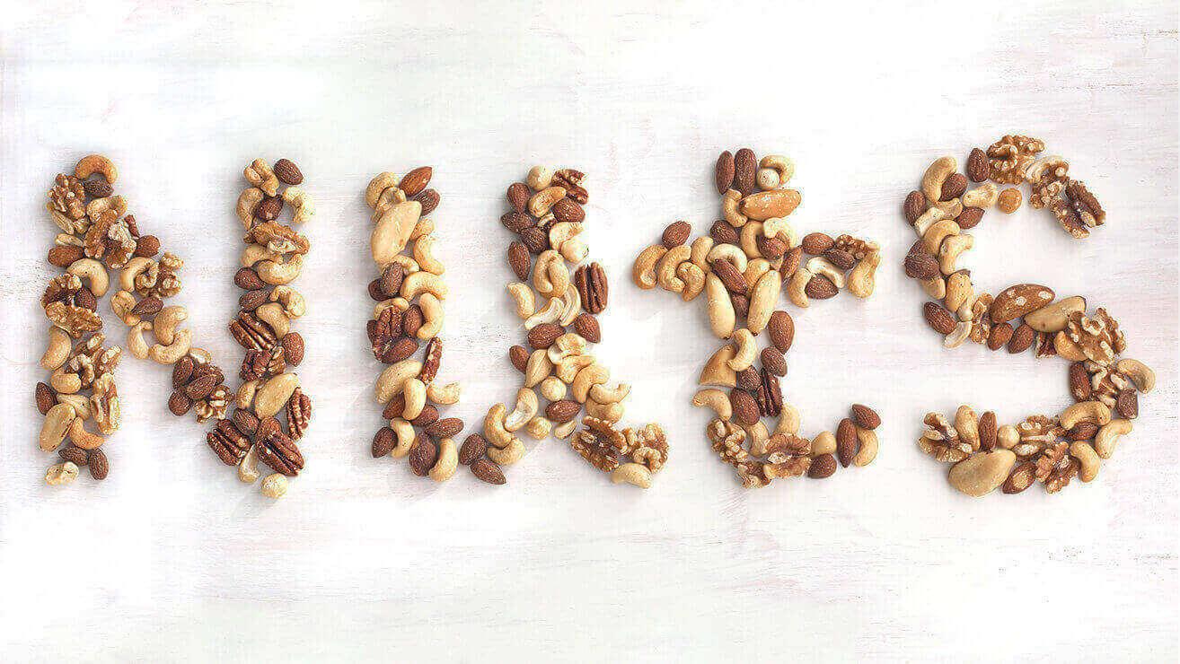 Вредные напитки и продукты для зубов: твердые орехи