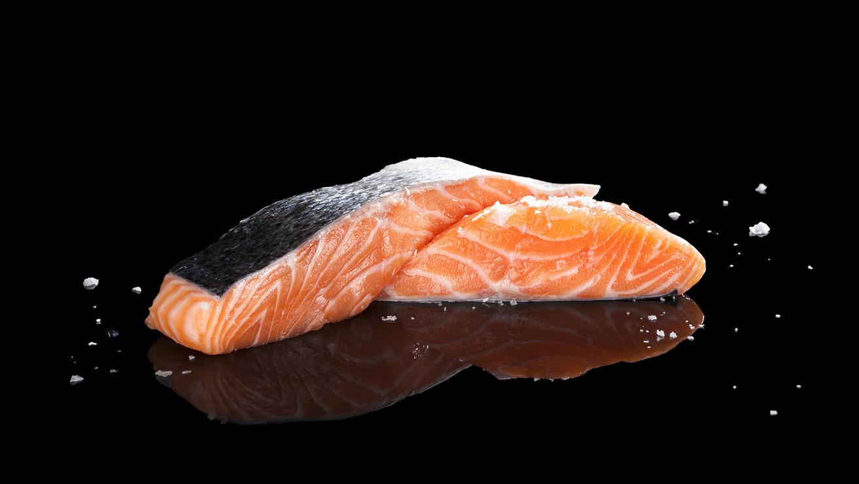 Продукты для крепких и здоровых зубов: лосось
