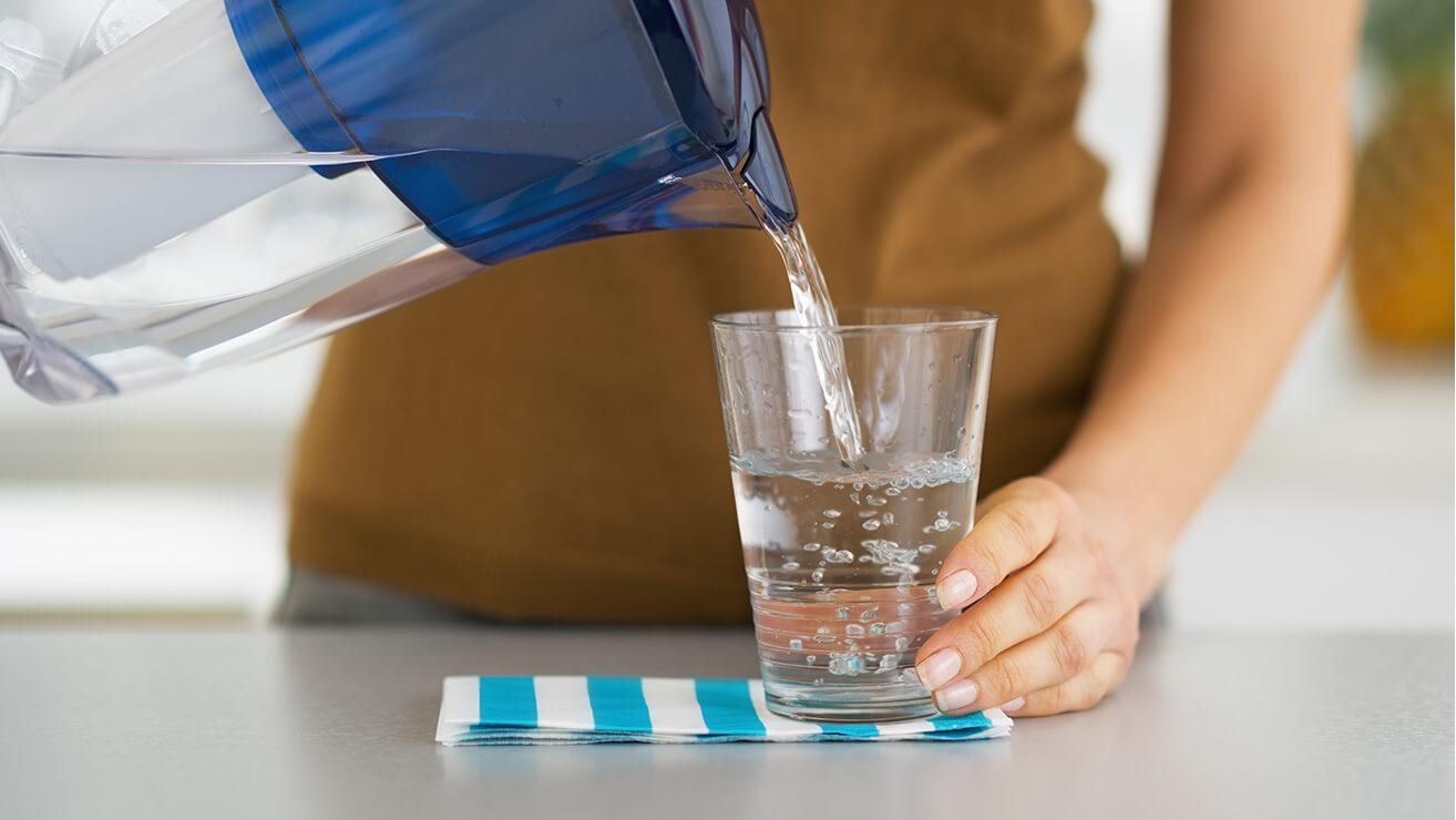 Как избежать неприятного запаха изо рта: вода