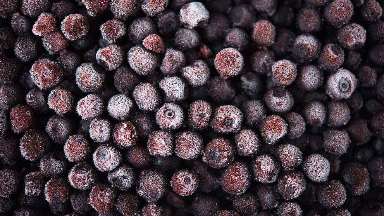 Пятна на зубах от продуктов: темные ягоды