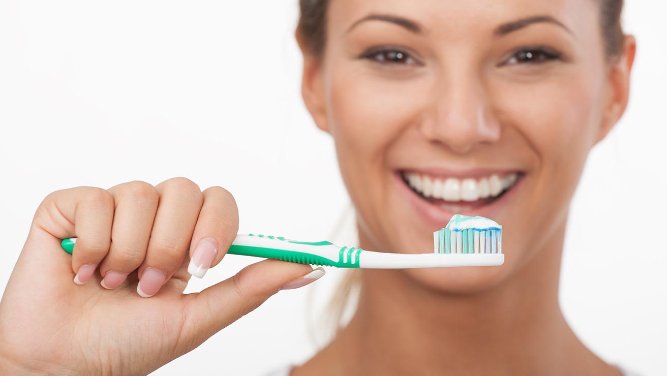 Способы сохранить белый цвет зубов: чистить зубы