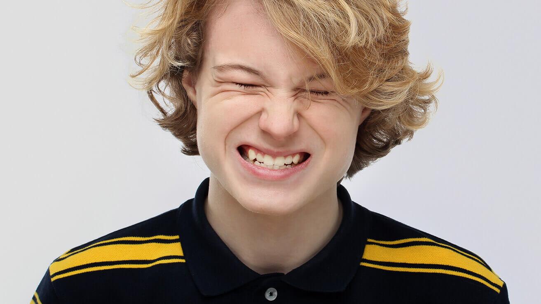 Не скрипите зубами: этим вы повышаете их чувствительность