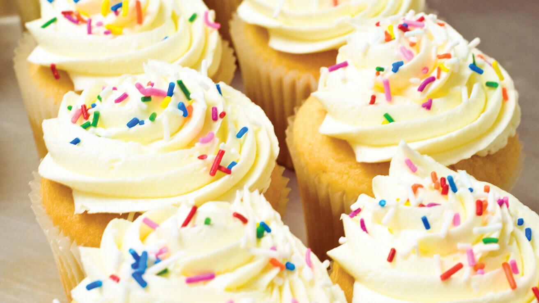 Вредные напитки и продукты для зубов: торты и пирожные