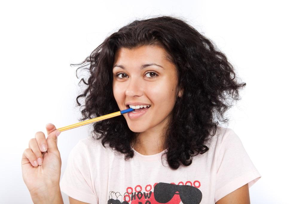 Привычка грызть шариковую ручку