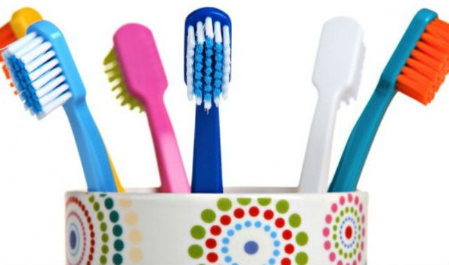 Правильный выбор зубной щетки поможет избежать воспаления десен